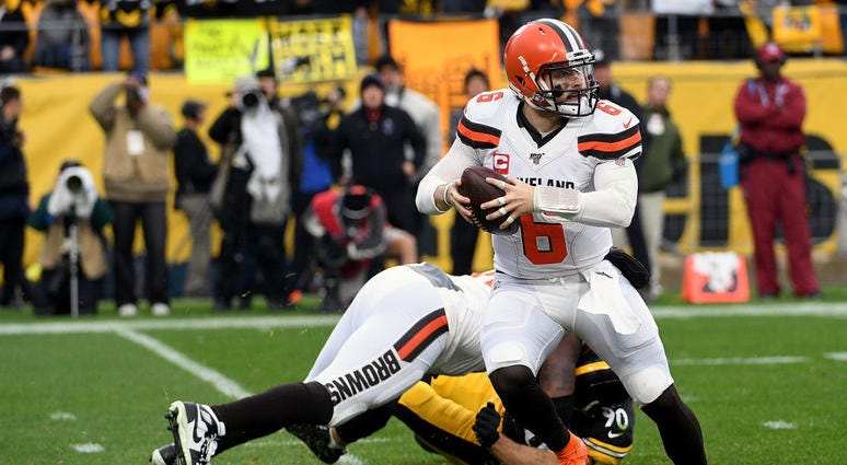 Baker Mayfield #6 of the Cleveland Browns scrambles out of the pocket in the second quarter during the game against the Pittsburgh Steelers at Heinz Field