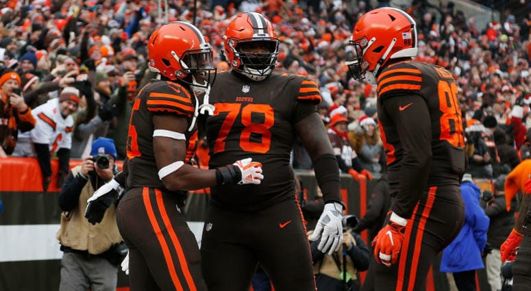 Browns tight end David Njoku (#85, left), Greg Robinson (#78, center) and Darren Fells (#88, right)