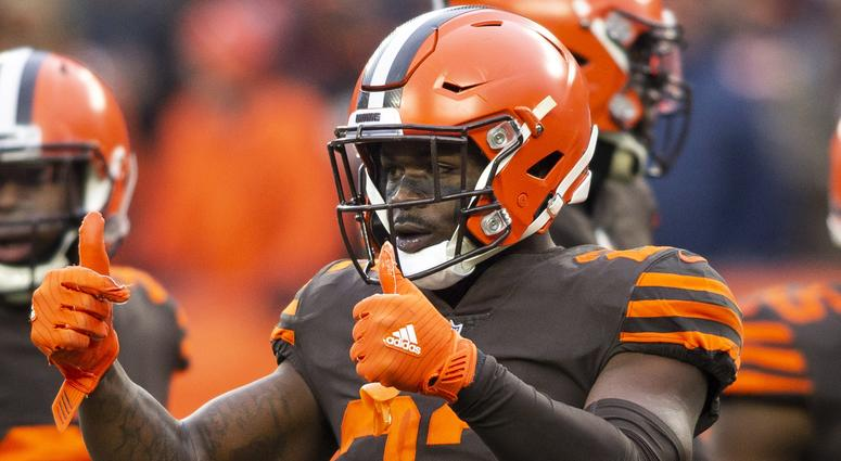 Dec 23, 2018; Cleveland, OH, USA; Cleveland Browns free safety Jabrill Peppers (22) gives two thumbs up to the sideline during the second quarter against the Cincinnati Bengals at FirstEnergy Stadium. Mandatory Credit: Scott R. Galvin-USA TODAY Sports