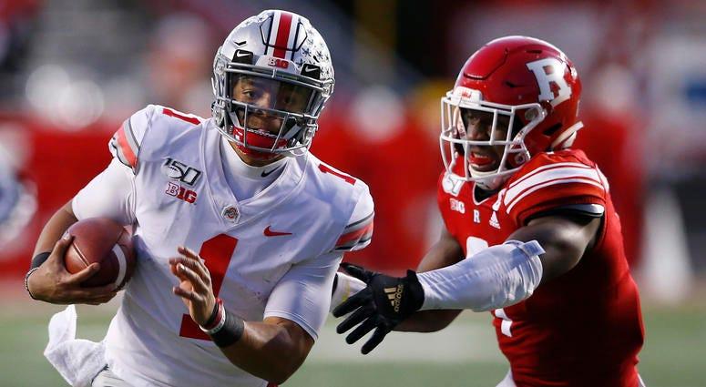 Ohio State Buckeyes quarterback Justin Fields (1) runs the ball against Rutgers Scarlet Knights defensive lineman Elorm Lumor (7)