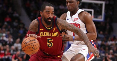 DETROIT, MICHIGAN - NOVEMBER 19: JR Smith #5 of the Cleveland Cavaliers tries to drive around Stanley Johnson #7 of the Detroit Pistons during the first half at Little Caesars Arena on November 19, 2018 in Detroit, Michigan. (Photo by Gregory Shamus/Getty