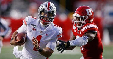Ohio State Buckeyes quarterback Justin Fields (1) runs the ball against Rutgers Scarlet Knights defensive lineman Elorm Lumor (7)
