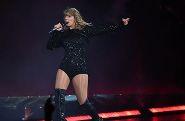 Taylor Swift performs