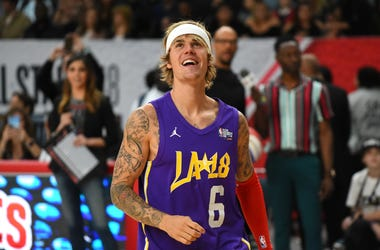 Justin Bieber warms up prior to the 2018 NBA All-Star Game Celebrity Game