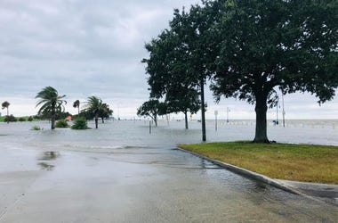 lakeshore drive flooded