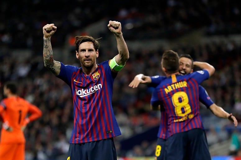 El delantero del Barcelona Lionel Messi, en el centro, celebra tras anotar su tercer gol durante un partido del Grupo B de la Liga de Campeones ante Tottenham en el estadio Wembley en Londres, el miércoles 3 de octubre del 2018. Cirque du Soleil basará el