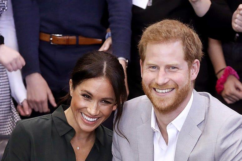 En esta foto del miércoles 3 de octubre del 2018, Meghan, duquesa de Sussex, y el príncipe Enrique de Inglaterra durante una visita oficial al Joff Youth Centre en Peacehaven, Gran Bretaña. El Palacio de Kensington anunció el lunes 15 de octubre del 2018