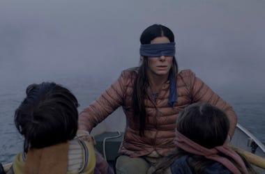 """Sandra Bullock en una escena de la película """"Bird Box"""" en una imagen proporcionada por Netflix."""
