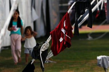 Fotografía de archivo del lunes 28 de enero de 2019 de inmigrantes centroamericanos instalados en un refugio en el estadio Jesús Martínez de la Ciudad de México.