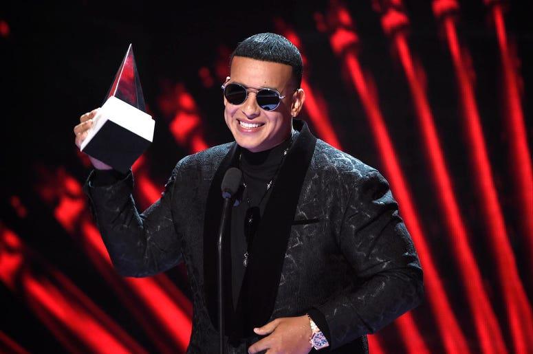 """La canción de Yankee con Snow """"Con calma"""" ha sumado más de 76 millones de vistas en YouTube y encabezado decenas de listas de popularidad de música latina alrededor del mundo desde su lanzamiento el 24 de enero del 2019"""