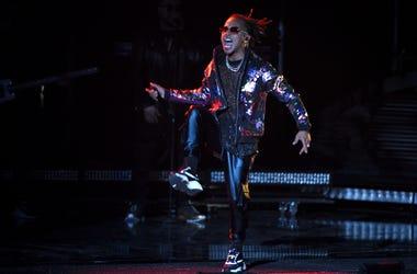 En esta foto del 15 de noviembre del 2018, Ozuna actúa en los Latin Grammy en Las Vegas. Ozuna encabezó el martes 12 de febrero del 2019 la lista de finalistas a los Premios Billboard de la Música Latina con un récord de 23 menciones en 15 categorías.