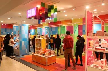 Macy's abre la tienda Story, una experiencia narrativa de ventas, en 36 ubicaciones en Estados Unidos.