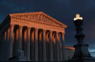 Fotografía de archivo del 24 de enero de 2019 de la Corte Suprema al atardecer en Washington.