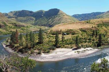 el cañón Cooper's Ferry en Idaho, Estados Unidos. Los científicos dicen que encontraron artefactos en Idaho que indican que personas vivían allí hace alrededor de 16.000 años, proporcionando nueva evidencia de que los primeros habitantes del continente ar