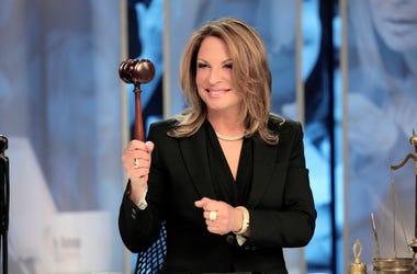 """En esta imagen de 2015 difundida por Telemundo, la Dra. Ana Maria Polo en el estudio de su programa """"Caso Cerrado"""" en Miami. Tras casi dos décadas en la pantalla chica, Polo ha decidido que es hora de parar y comenzar algo nuevo... en la pantalla grande."""