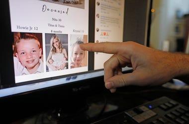Austin Cloes señala en una pantalla de computadora una foto de sus familiares Rhonita Miller y su familia, que fueron asesinados en México, el martes 5 de noviembre de 2019 en Herriman, Utah.