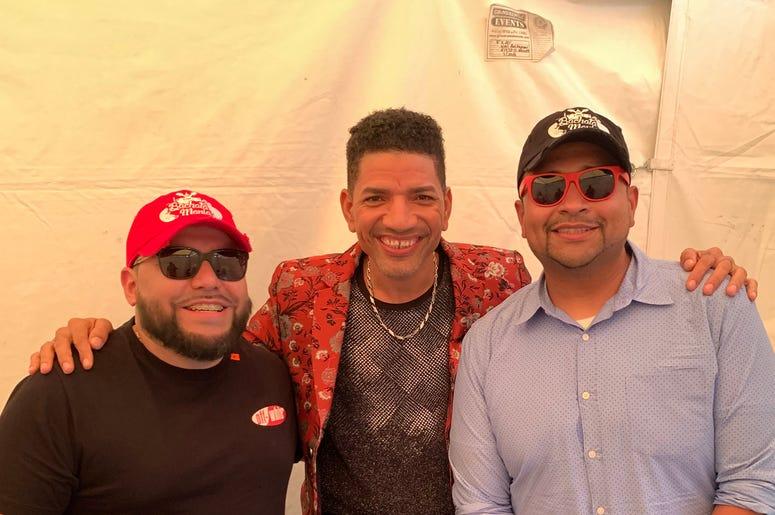 """DJ EZ y Juan El Poderoso de """"Bachatamanía"""" en El Zol 107.9 hablan con El Varón de la Bachata en Verano Zol 2019."""