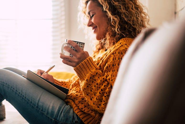 Mujer Escribiendo, Cuidado Personal