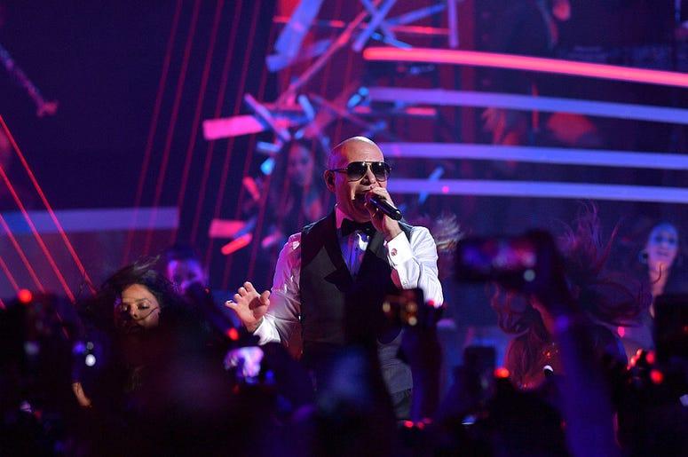 Pitbull Premios Juventud 2016
