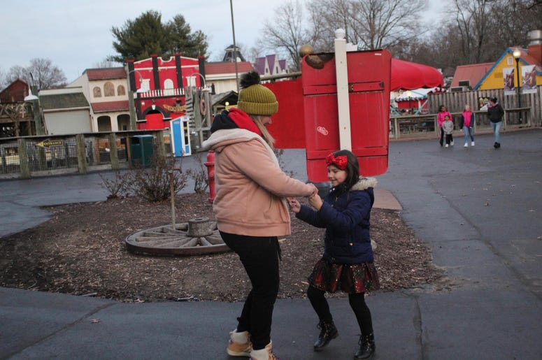 Six Flags Holiday in the Park con El Meneo