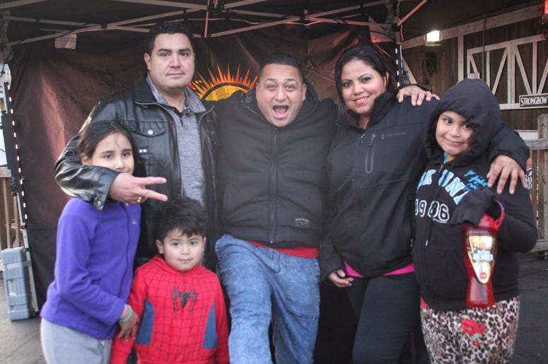 Six Flags Holiday in the Park con El Meneo