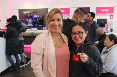 Patricia De Lima Junto a T-Mobile