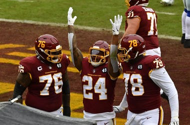 Antonio Gibson celebra con el Washington Football Team