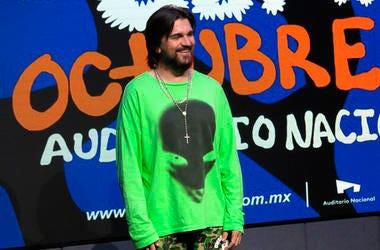 El cantante colombiano Juanes posa durante una conferencia de prensa en la Ciudad de México el lunes 26 de agosto de 2019. Juanes será honrado como Persona del Año de la Academia Latina de la Grabación el 13 de noviembre.
