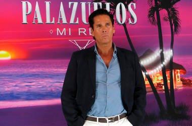 """En esta fotografía del 10 de octubre de 2019 el actor mexicano Roberto Palazuelos posa durante una sesión para promover su reality en la Ciudad de México. El reality """"Palazuelos. Mi Rey"""" se estrena en MTV el 15 de octubre."""