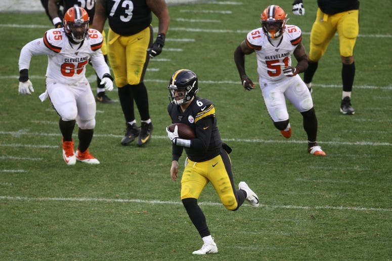 Pittsburgh Steelers quarterback Devlin Hodges (6) caries the ball for a first down against the Cleveland Browns during the third quarter at Heinz Field. The Steelers won 20-13.