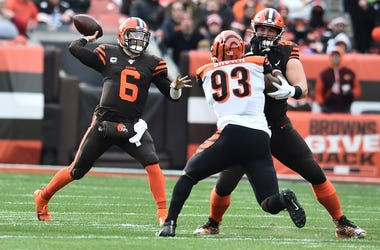 leveland Browns quarterback Baker Mayfield (6) throws a pass as center JC Tretter (64) blocks Cincinnati Bengals defensive tackle Andrew Brown (93) during the first half at FirstEnergy Stadium.