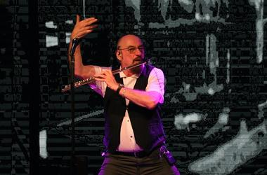 Ian Anderson performs