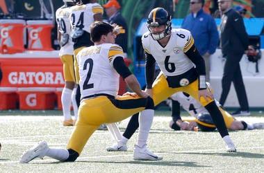 Nov 24, 2019; Cincinnati, OH, USA; Pittsburgh Steelers quarterbacks MaNov 24, 2019; Cincinnatison Rudolph (2) and Devlin Hodges (6) warm up prior to a game against the Cincinnati Bengals at Paul Brown Stadium. Mandatory Credit: David Kohl-USA TODAY Sports