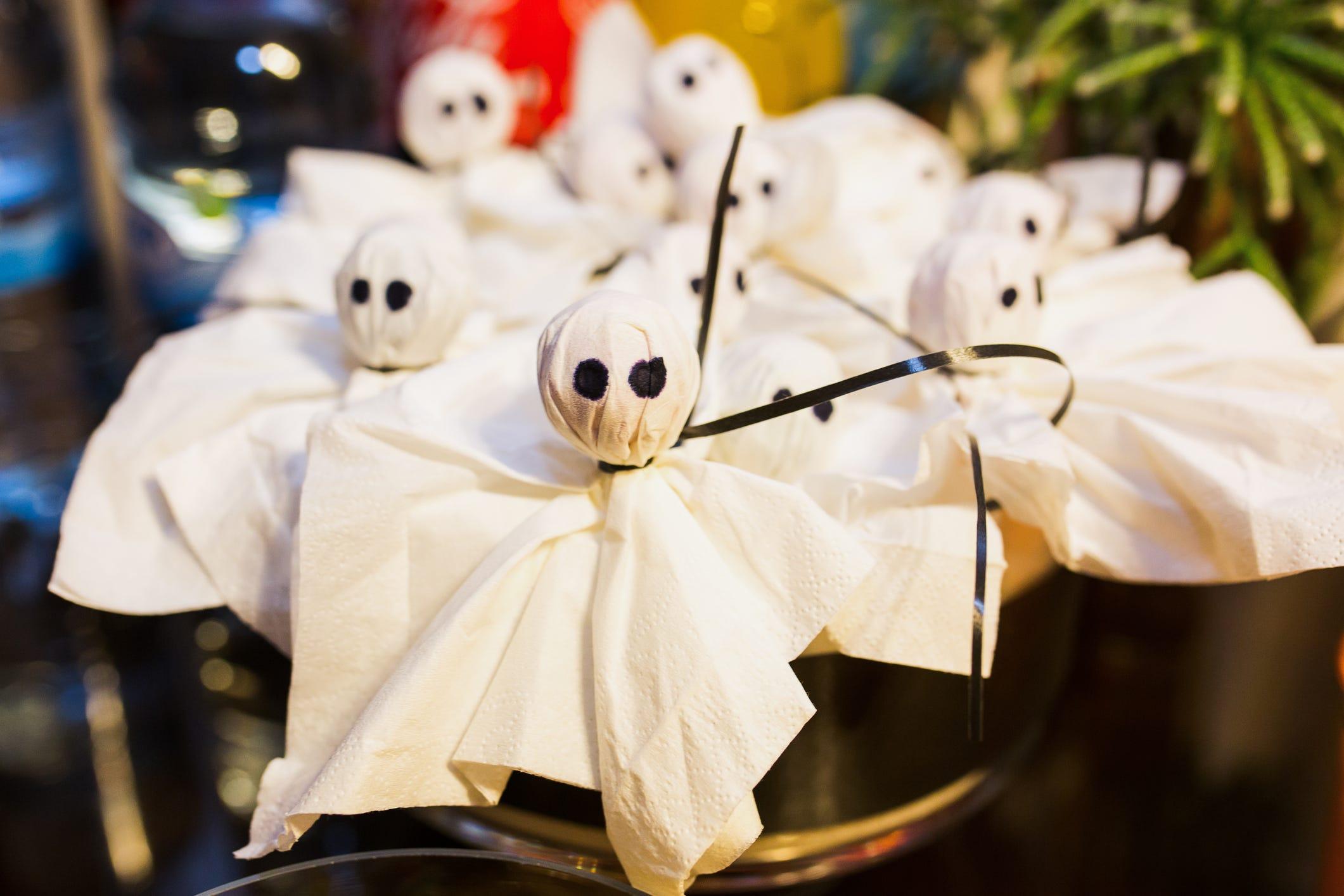 DIY Halloween Ghosts