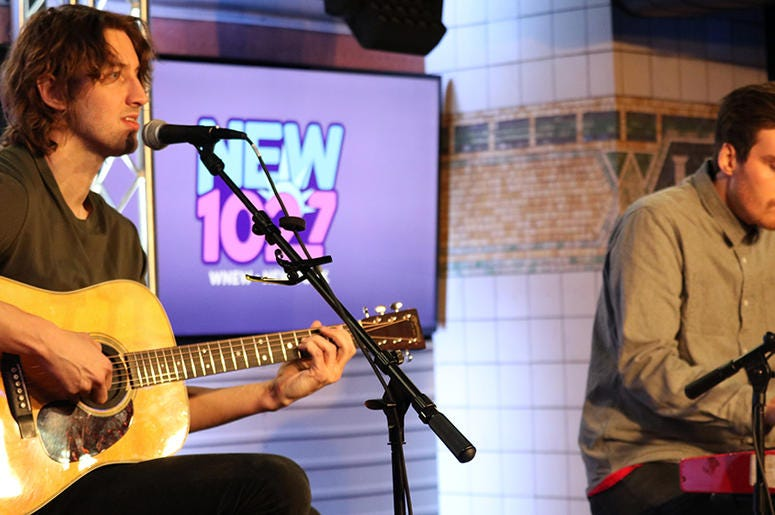 Dean Lewis Performs at NEW 102.7's 'Up Close and Personal'