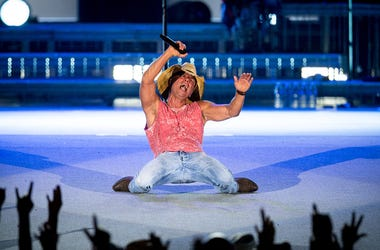 Kenny Chesney On Stage