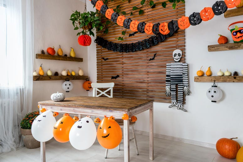 Halloween garland and decorations