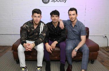 Jonsa Brothers Celebrate Their New Album Topping Billboard Charts.jpg