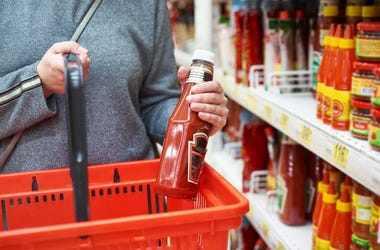 Packing of tomato ketchup in hands