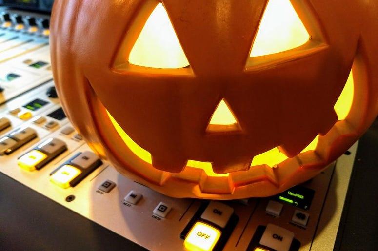 LISTEN: #NationalDoorBellDay got Jim & Teri talking about...candy. Do YOU eat your kids Halloween candy?