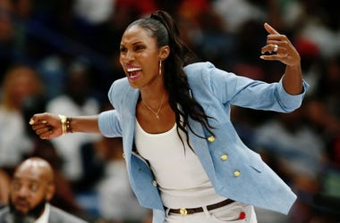 Lisa Leslie will recieve a statue next to the Staples Center.