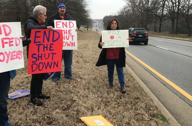 federal workers demand pay government shutdown