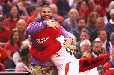 Drake hugs the Raptors mascot at the NBA Finals.