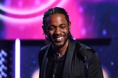 Kendrick Lamar accepts grammy award damn