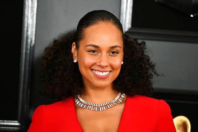 Alicia_Keys_Grammys_Power_96_Miami_RADIO.COM_Oprah_book
