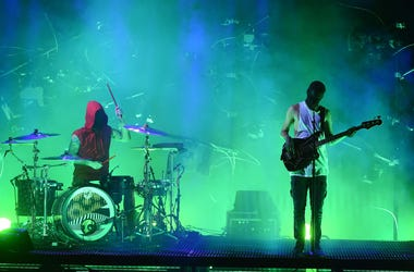 Twenty One Pilots perform on the 2016 American Music Awards