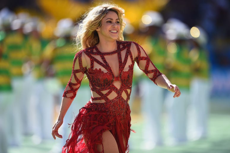 RIO DE JANEIRO, BRAZIL - JULY 13: Singer Shakira performs during the closing ceremony prior to the 2014 FIFA World Cup Brazil Final match between Germany and Argentina at Maracana on July 13, 2014 in Rio de Janeiro, Brazil. (Photo by Matthias Hangst/Getty