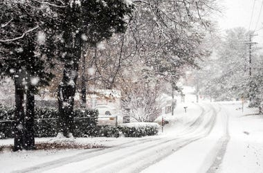 Dec 9, 2018; Knoxville, TN, USA; Snow falls on Sunflower Road in Knoxville on Sunday, December 9, 2018. Mandatory Credit: Briana Paciorka/Knoxville News Sentinel-USA TODAY NETWORK