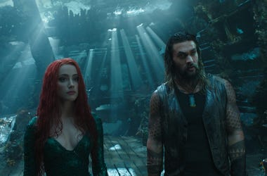 "(L-r) AMBER HEARD as Mera and JASON MOMOA as Aquaman in Warner Bros. Pictures' action adventure ""AQUAMAN,"" a Warner Bros. Pictures release."