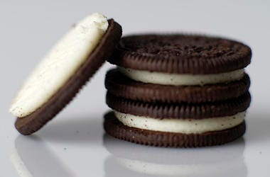 Graco equipment stuffs the cream in Oreo cookies. (Photo by Richard Tsong-Taatarii/Minneapolis Star Tribune/TNS) *** Please Use Credit from Credit Field ***